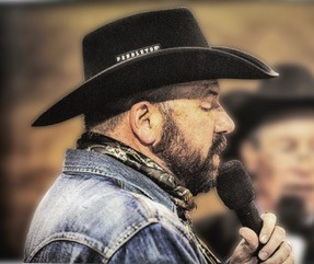 picture of Scott Allen announcing at a rodeo event